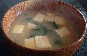 ホウレンソウと豆腐の味噌汁